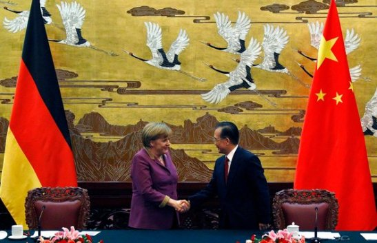 CLAMOROSO: La Germania SFANCULA il Dollaro e Apre al Commercio diretto in Yuan